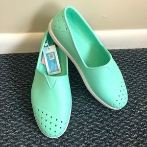 Native Shoes Men's Size 10 Mint Green NWT